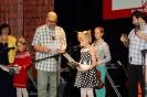квартет школы 2072 получает подарки от  Автора песни
