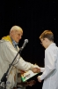 Якова Апухтина поздравляет председатель жюри